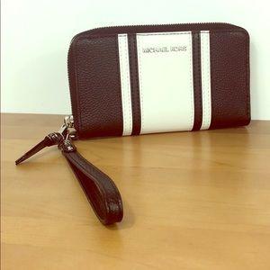 Michael Kors 💘 Leather Phone Case Wristlet Wallet